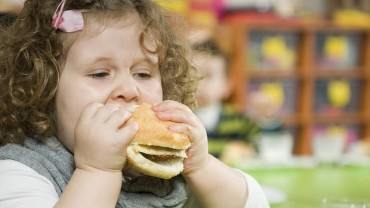 kid eating wide burger