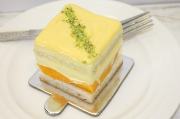 Fresh Mango & Cream Short Cake