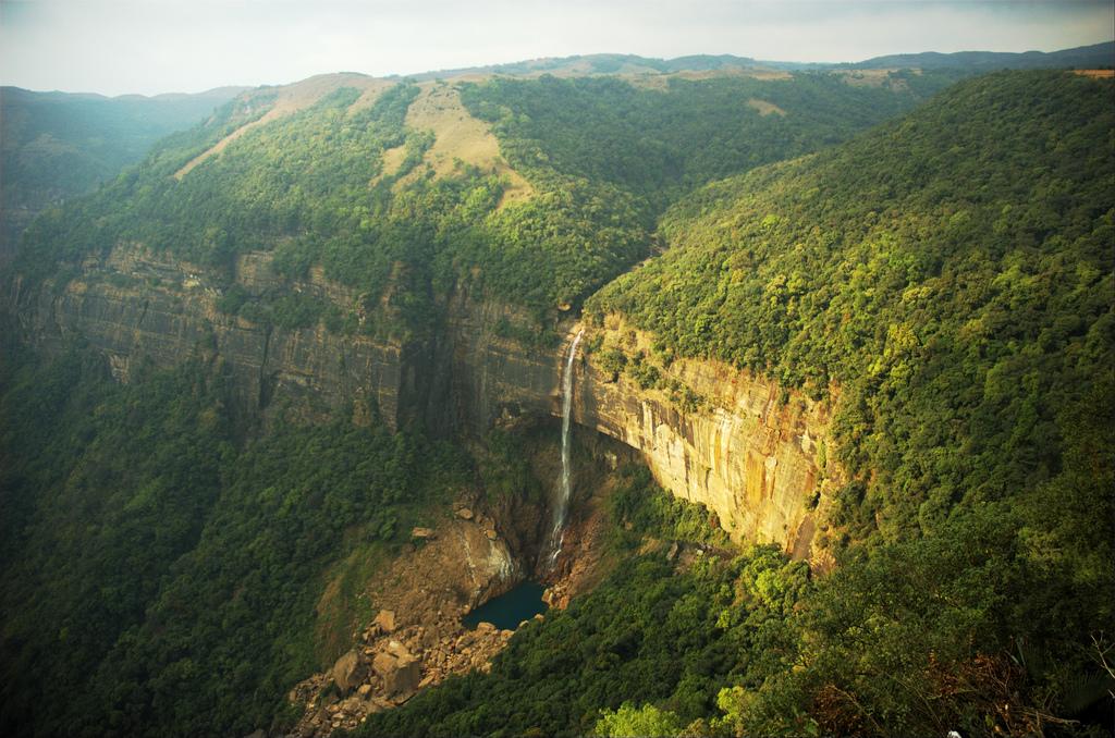 Nohkalikai-falls_cherrapunji