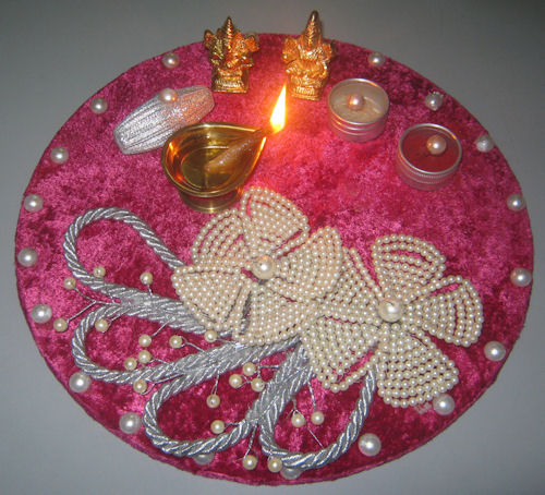 Pocket friendly diwali decoration ideas for Aarti thali decoration with flowers