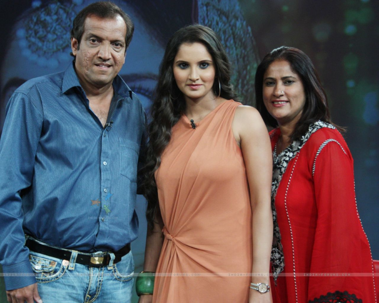 sania with her parents