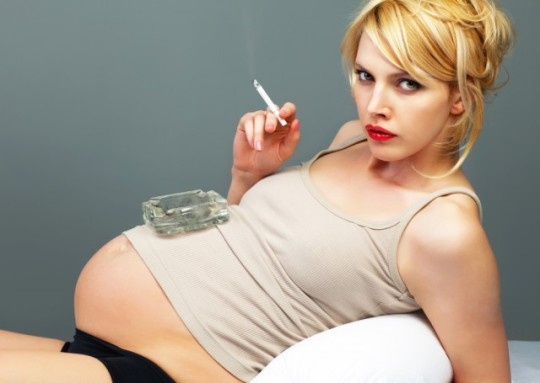 Pregnanct woman smoking