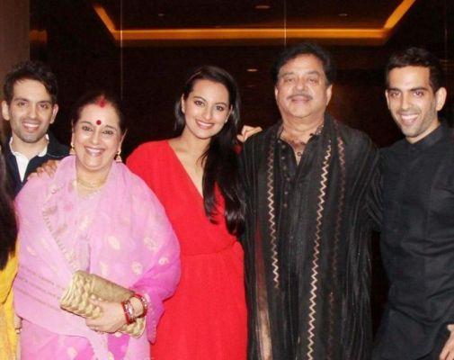 Sonakshi-celebrates-her-birthday-with-mom-Poonam-Sinhadad-Shatrughan-Sinha-bros-Luv-SinhaKush-Sinha