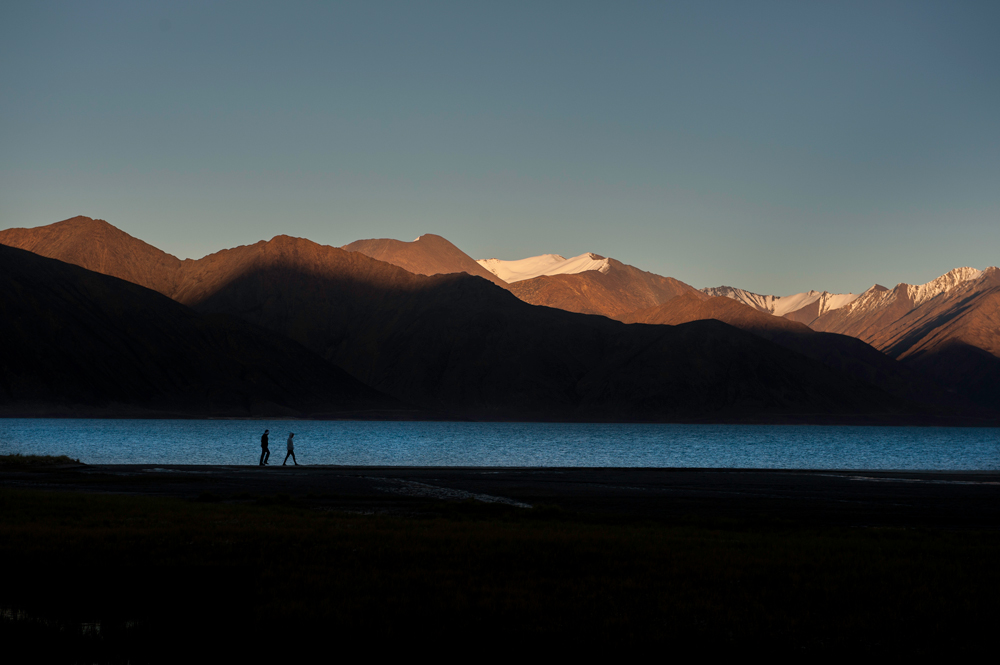 Evening-Walk-on-Pangong-Lake_DSC_9088